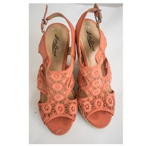 LUCKYBRAND Coral Lace Crochet Espadrille 9.5
